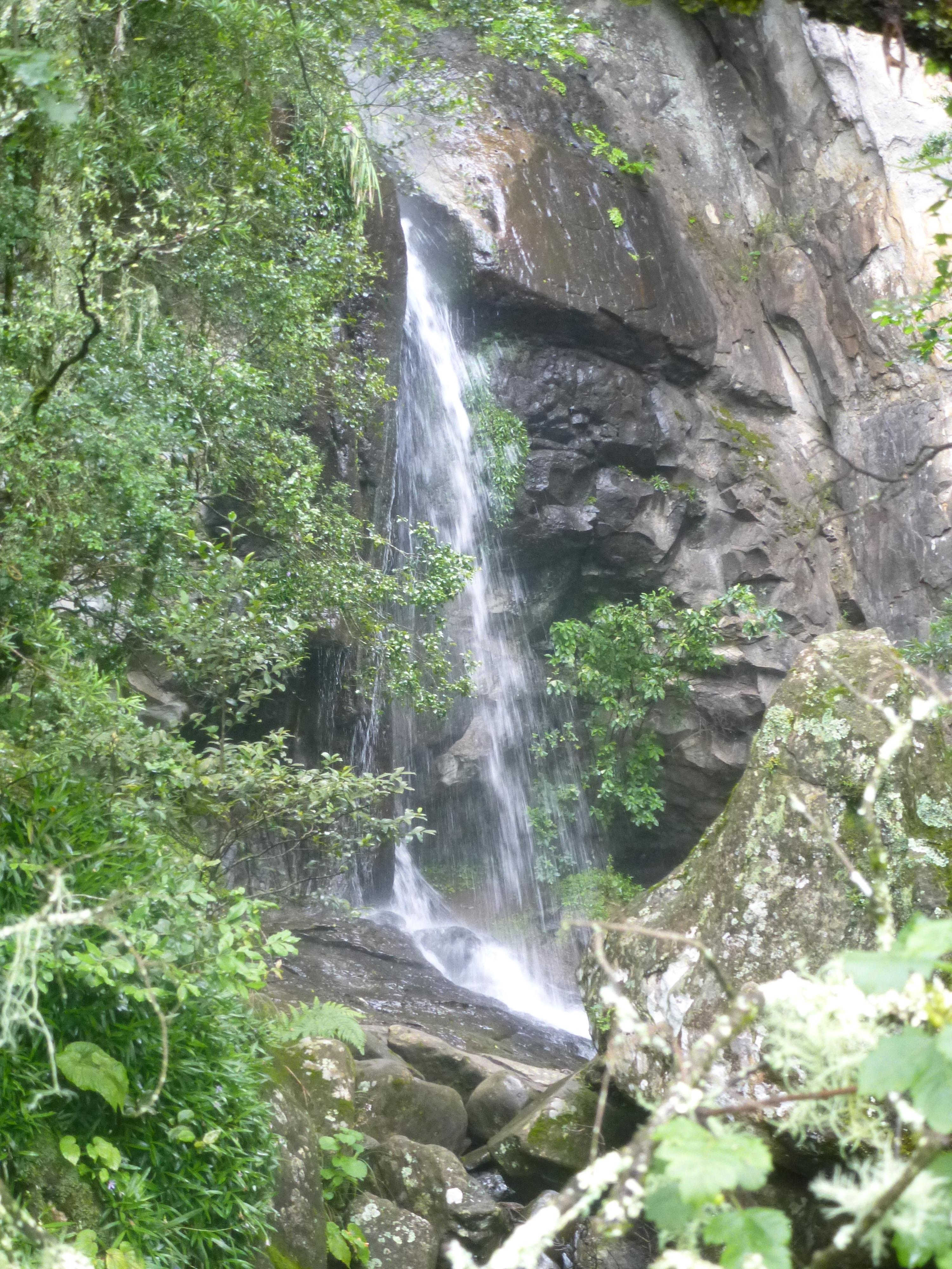 Drakensberg monk s cowl hiking trail myoutdoorsite for Crystal falls